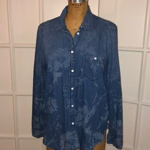EUC GAP floral chambray pocket button down shirt